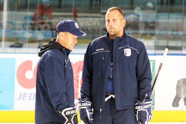 Tréner Andrej Kmeč s asistentom Dušanom Milom.