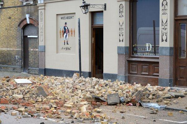 Silný vietor ničil v Británii strechy.