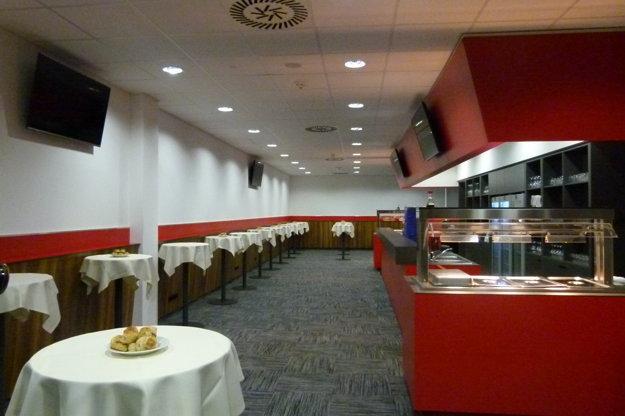 Pri spomínaných 70 luxusných miest vo VIP sektore, majú ich návštevníci vlastnú miestnosť s rovnakým komfortom, ako iné časti VIP.