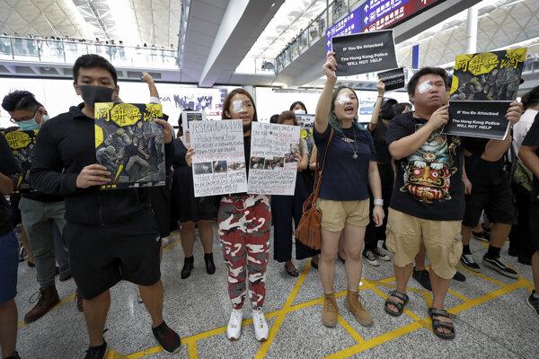 Protest na letisku v Hongkongu.
