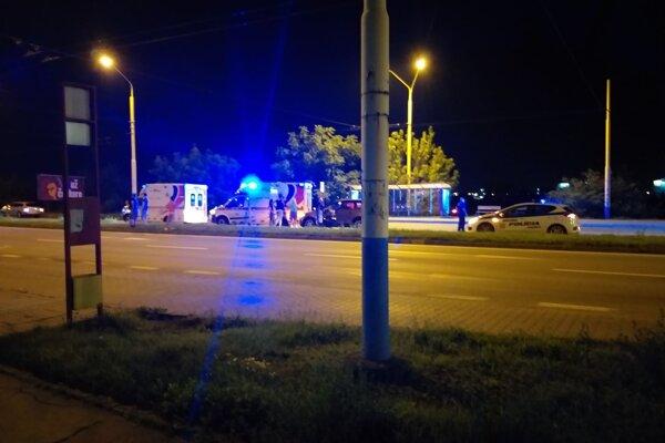 Nehoda sa stala v pondelok v noci pri zastávke Pavla Horova.