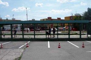 Prebiehajúca rekonštrukcia autobusových zastávok.