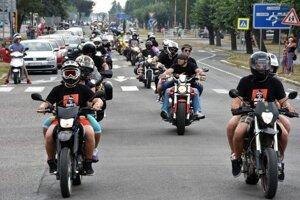Jazda motorkárov mestom bude aj tento rok.