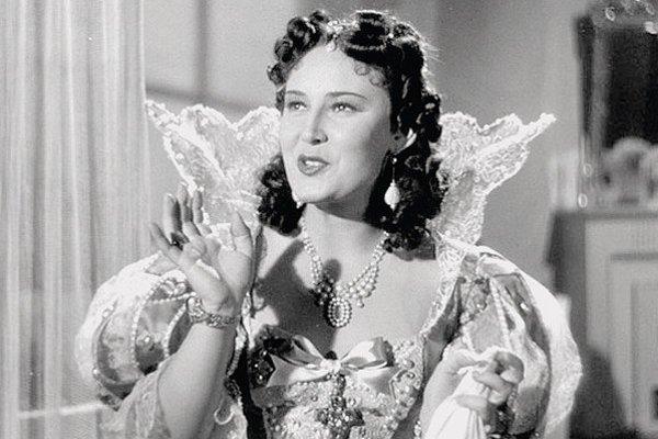 Z filmu Dívka v modrém z roku 1939.