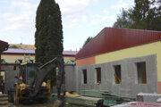 Na snímke priebeh realizácie prístavby v materskej škôlke na Podtatranskej ulici 16. augusta 2019 v Poprade. Projekt za približne 486.000 eur by mal byť hotový do konca tohto roka.
