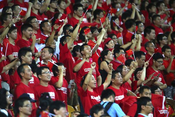 Futbaloví fanúšikovia Číny.