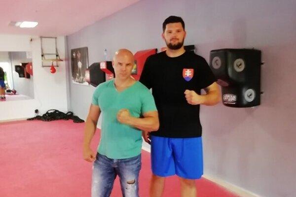 Štefan Bohinský z Box Clubu Lučenec (vľavo) a Vladimír Rusnák.