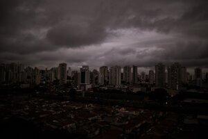 V pondelok 19. augusta sa počas dňa v meste Sao Paulo zrazu zatiahla obloha. Zatemnenie spôsobil dym z tisíce kilometrov vzdialených požiarov v Amazonskom pralese.