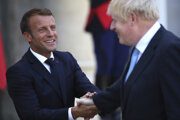 Britský premiér Boris Johnson s Emmanuelom Macronom.