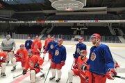 Zvolenskí hokejisti počas tréningu v Pardubiciach.
