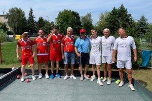 Slováci (v bielom) s hráčmi Severného Cypru.