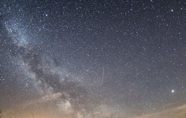 Mliečnu cestu v mestách neuvidíte, iba zopár hviezd. Takýto pohľad sa vám môže ale naskytnúť v parkoch tmavej oblohy.