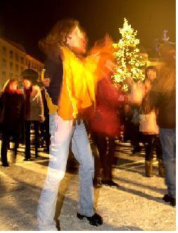 oslavy príchodu nového roka 31.decembra 2000 na hviezdoslavovom námestí v bratislave. foto: tasr