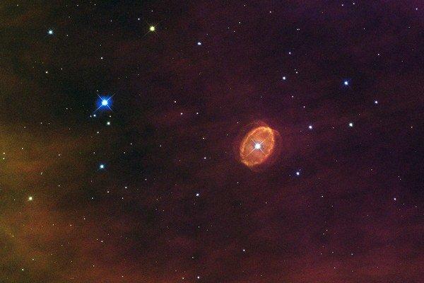 Hviezda SBW1 obklopená prstencami plynu.