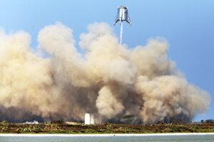 Záber z testu lode Starhopper. Dňa 27. augusta sa vzniesla do výšky 150 metrov nad zem.