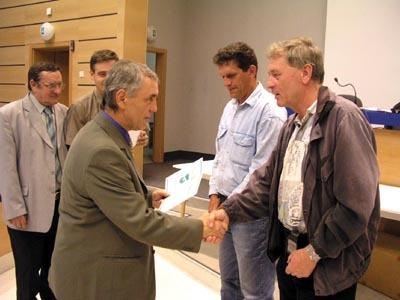 predseda ssfz jozef paršo blahoželá manažérovi mfk žiar danielovi gregušovi.