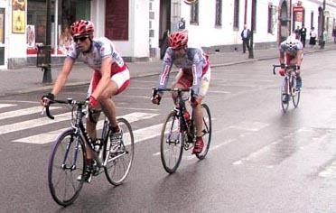 marián hecl (vľavo) si v pretekoch jednotlivcov v brne vyjazdil zlato.