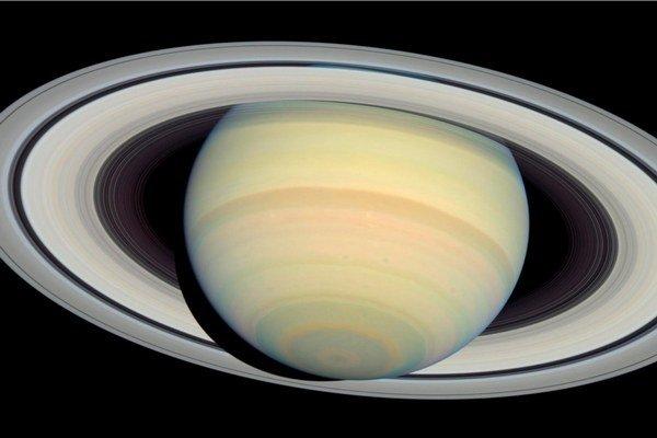 Na Saturne prší z prstencov.