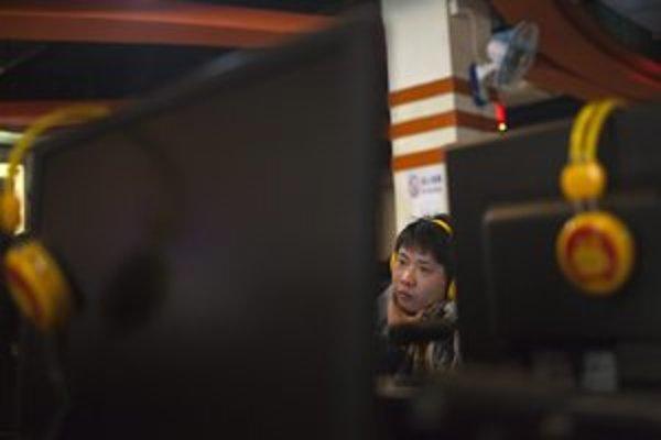 Za útokmi na americké médiá sú zrejme profesionáli z čínskej armády.