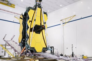 Vesmírny ďalekohľad Jamesa Webba je po prvýkrát kompletne zostavený.