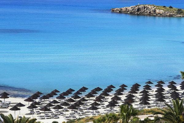 Nissi beach patrí medzi obľúbené pláže na Cypre.