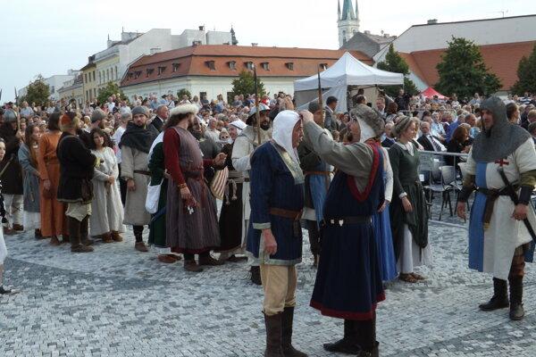 Vlani sa oslavy konali v centre mesta.