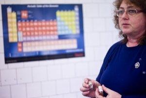 Ing. Mária Omastová, DrSc. pracuje na Ústave polymérov Slovenskej akadémie vied. Venuje sa príprave a skúmaniu elektricky vodivých polymérov a nanokompozitov. Spolu s tímom vyvíja aj dotykový displej pre slabozrakých a nevidiacich, ktorý dokáže fyzicky zo