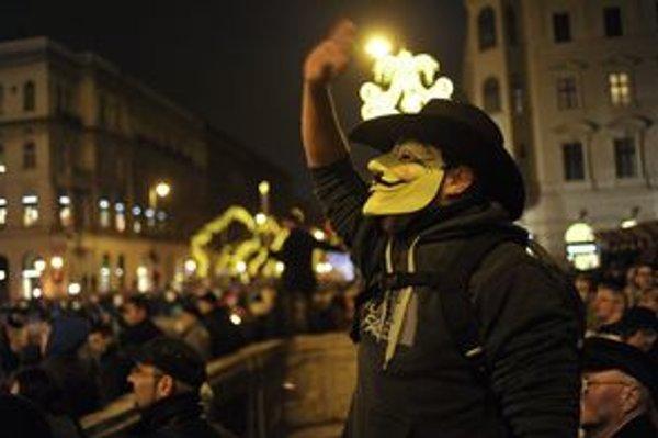 Maska Guya Fawkesa sa stala symbolom boja za slobodu na internete a slobodu informácií.
