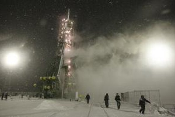 Ruský Sojuz štartoval v silnom snežení.
