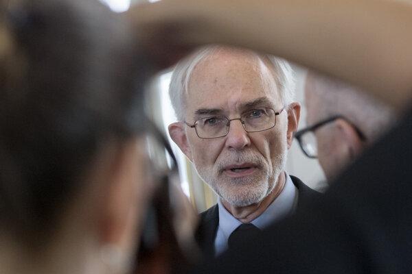 Profesor Mark Hillery.