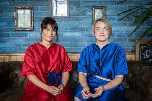 Maja Starovics (vľavo) a Lucia Pašková, zakladateľky projektu Svetlo pod perinou.
