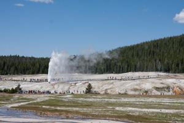 Gejzíry v Yellowstonskom parku sú dôsledkom vulkanickej činnosti.