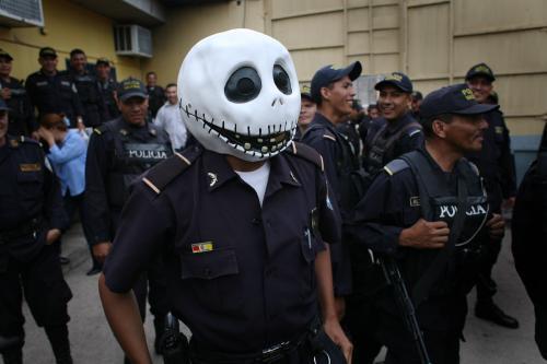 policajt-maska_sitaap.jpg