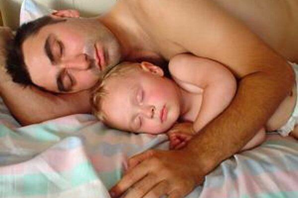 Spíte málo? Stačí to dospať, ale ešte lepšie je spávať sedem hodín.