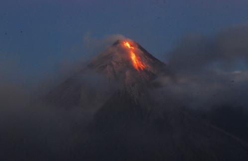 sopka-filipiny_tasrap.jpg
