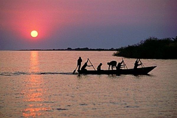 Jazero Tanganika sa otepľuje.