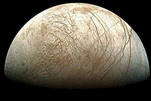 Jupiterov mesiac Europa.