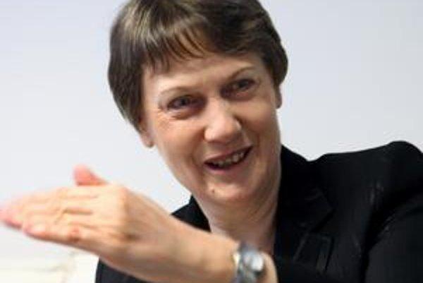 Helen Clarková (59) vyštudovala politológiu. V rokoch 1999 - 2008 bola novozélandskou premiérkou - prvou ženou na svojom poste, ktorú si Novozélanďania zvolili vo voľbách. Od apríla 2009 zastáva tretí najvyšší post v OSN. Je šéfkou jej Rozvojového program
