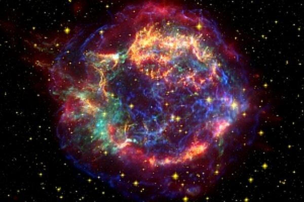Cassiopeia A na snímke Spitzrovho vesmírneho ďalekohľadu.