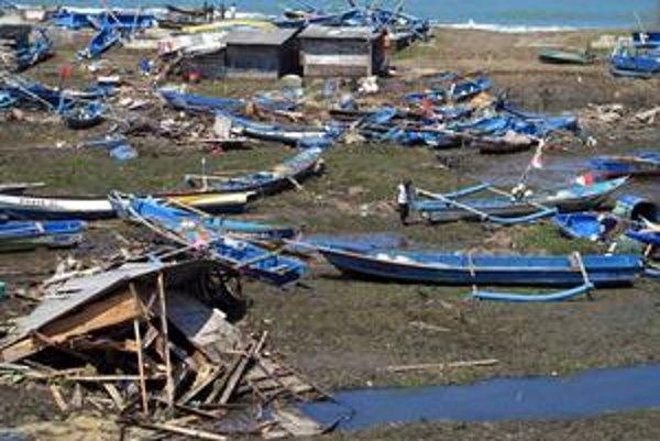 V decembri 2006 zničila cunami aj dediny na pobreží indonézskeho ostrova Jáva.