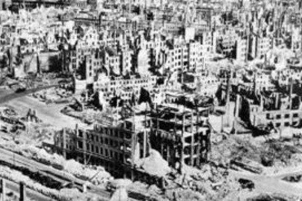 Drážďany bombardovali spojeneské vojská vo februári 1945.