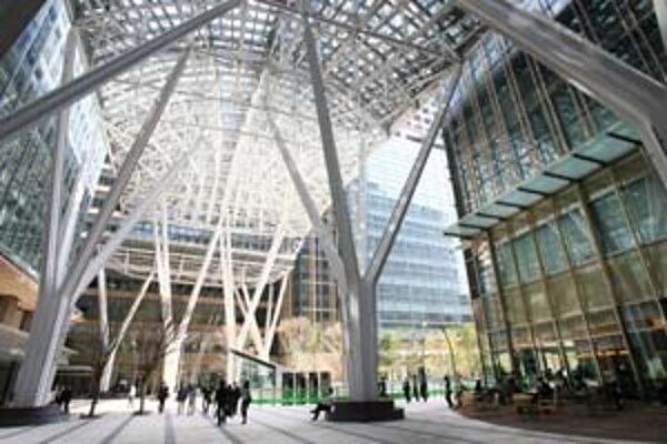 Japonská vláda chce do roku 2020 vybaviť viac ako dve tretiny novostavieb slnečnými panelmi. Na budovách tohto typu, aké už stoja v Tokiu, by to bolo obzvlášť prínosné.