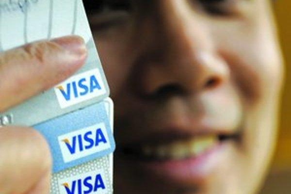 Koľko stojí neobmedzené nakupovanie z jednej cudzej kreditky? Okolo 800 korún.