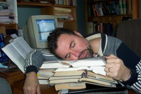 Ak sa vám nedarí zaspať, možno je to tým, že ste tesne pred uložením sa do postele telefonovali mobilom.