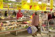Otváranie nových predajní sprevádzal ošiaľ, na konci im zostali prázdne police.