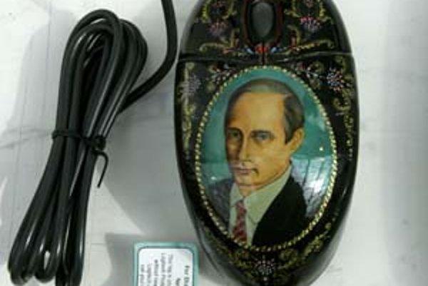 Počítačová myš ozdobená portrétom ruského prezidenta Vladimira Putina.