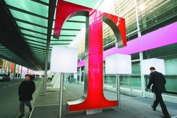 Nemecký koncern Deutsche Telekom môže začať šetriť. Odborári sa dohodli s manažmentom podniku.