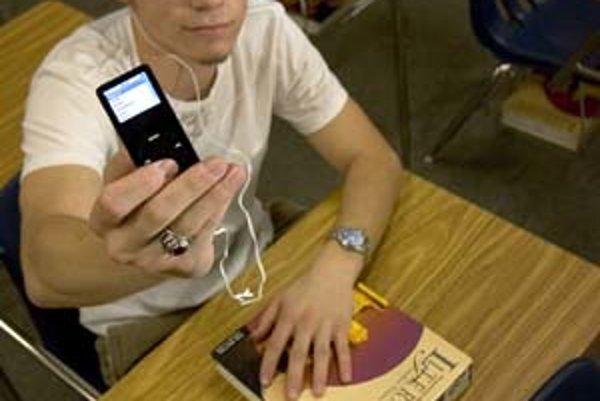 Mladí si nečakane rýchlo zvykajú na to, že aj za hudbu sa platí – aspoň v Spojených štátoch.