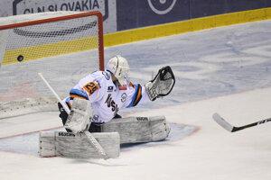 Andrej Košarišťan inkasuje prvý gól v predohrávke 1. kola Tipsport ligy 2019/2020 HC Košice – HC Slovan Bratislava.