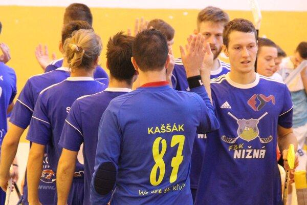 Florbalisti Nižnej odštartujú novú sezónu na palubovke vicemajstra zo Záhorskej Bystrice.
